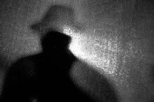 uomo-misterioso-ombra1